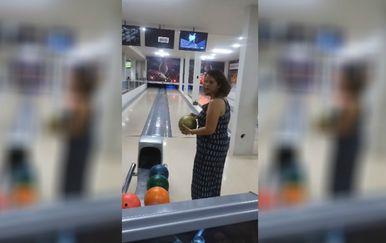 Ništa od angažmana u brazilskog kuglačkoj reprezentaciji, gospođo! (FOTO: YouTube/Screenshot)