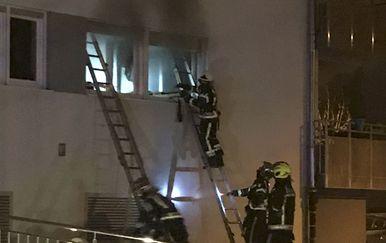 Vatrogasci gasili požar u stanu na Trešnjevci (Foto: Čitateljica)