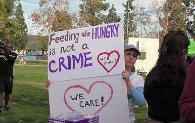Dobili kazne zbog davanja hrane beskućnicima (Foto: Homelessness News San Diego/Facebook)