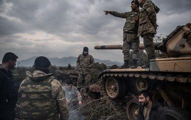 Turska vojska na granici sa Sirjiom prije napada na Kurde (Foto: AFP)