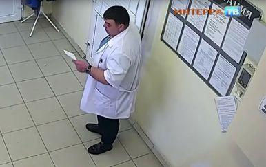 Glumio je dojučerašnji zatvorenik i kirurga, ali se srećom skalpela nije hvatao (FOTO: Screenshot)