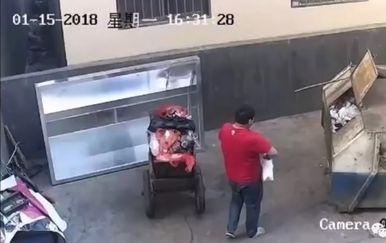 Otac bacio novorođenu bebu u kontejner (Screenshot: YouTube)