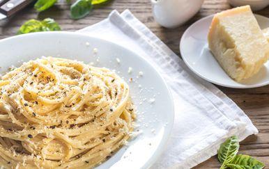 Špageti sa sirom i paprom