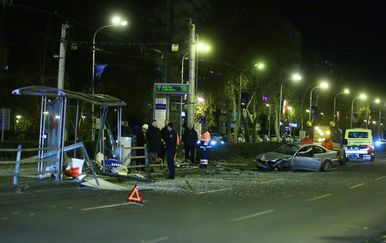 BMW-om se zaletio u tramvajsku stanicu (Foto: Borna Filic/PIXSELL)