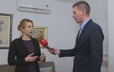 Mario Jurić razgovara s iznajmljivačicom Martinom Nimac Kalcinom (Foto: Dnevnik.hr) - 1