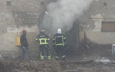 Požar u skladištu u Sloboštini kod Požege (Foto: A. M./034portal.hr) - 5