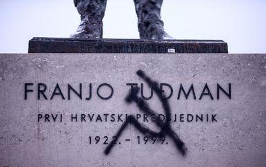 Srp i čekić na spomeniku Franji Tuđmanu (Foto: Igor Soban/PIXSELL)