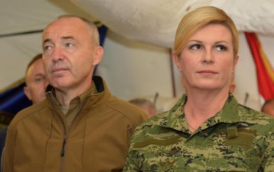 Ministar obrane Damir Krstičević i predsjednica RH Kolinda Grabar-Kitarović (Foto: Dino Stanin/PIXSELL)