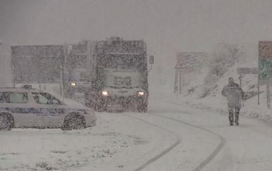 Snijeg stvara probleme na cestama (Foto: Dnevnik.hr) - 4