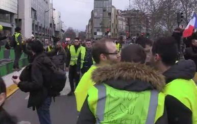 Prosvjed žutih prsluka (Screenshot: AP)