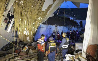 U odronu na hotel poginulo je 15 ljudi (Foto: AFP)