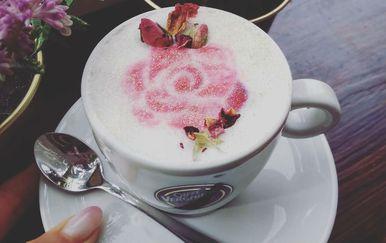 Rose Gold kava novost je u ponudi zagrebačkog kafića