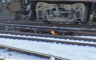 Zbog ekstremnih hladnoća u SAD-u se zagrijavaju tračnice (Foto: Dnevnik.hr)