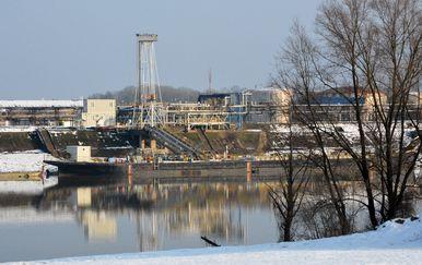 Rafinerija nafte u Bosanskom Brodu (Foto: Pixsell, Ivica Galovic) - 1