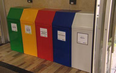 Kante za otpad (Foto: Dnevnik.hr)