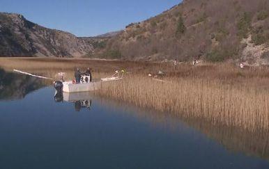 Policija i Hrvatske vode provode izvide zbog onečišćenja Zrmanje - 1