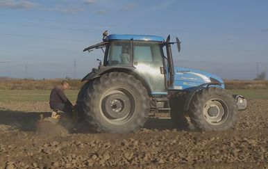 Koriste i traktore u internetskim prijevarama - 6
