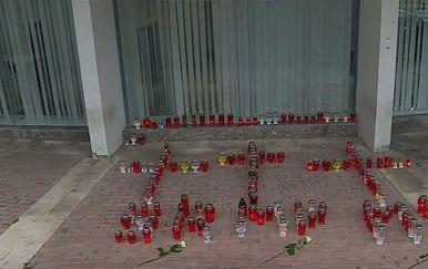Lampioni zapaljeni u Splitu povodom tragičnog stradanja osmero mladih u BiH