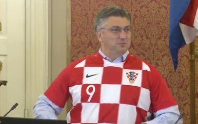 Premijer i ministri u dresovima na sjednici Vlade (Foto: dnevnik.hr) - 1