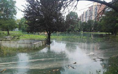 Jezero kod mamutice (Foto: Anamaria Batur/Dnevnik.hr)