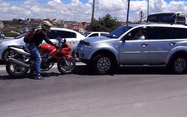 Biker i terenac (Foto: Screenshot/Imgur)
