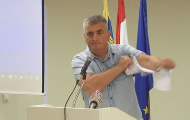 Miro Bulj burno reagirao na predstavljanje plana izgradnje cesta u Splitsko-dalmatinskoj županiji (Foto: Dnevnik.hr)