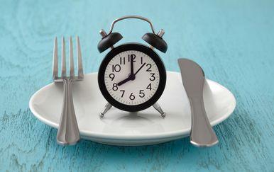 Povremeni post način je prehrane u kojem se izmjenjuju razdoblja posta i jedenja
