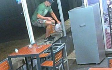 Policija traži muškarca s fotografije (Foto: PU istarska) - 1