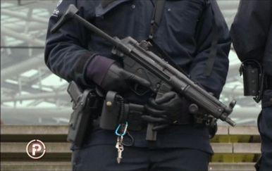 Provjereno istražuje kako su sigurnosnim službama promakli trgovci oružjem (Foto: Provjereno)