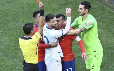 Lionel Messi dobio crveni protiv Čilea (Foto: AFP)