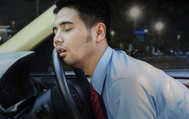 Spavanje u automobilu