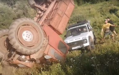 Traktor i Lada (Foto: Screenshot/YouTube)