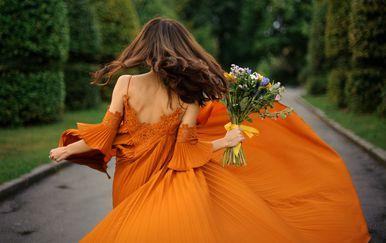 Djevojka u haljini