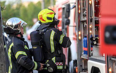Vatrogasci na intervenciji (Foto: Slavko Midzor/PIXSELL)