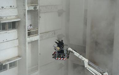U zgradi u Mumbaiju buknuo požar (Foto: AFP) - 3