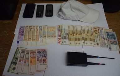 Uhićen zbog krađa iz vozila uporabom uređaja za ometanje signala (Foto: PU zadarska) - 3