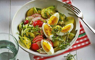 Krumpirova salata s kuhanim jajima