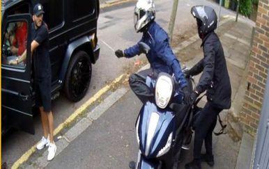 Kolašinac se suprotstavio pljačkašima (Screenshot CCTV)