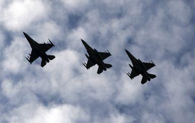 Tri zrakoplova F-16 NATO saveza (Foto: Arhiva/AFP)