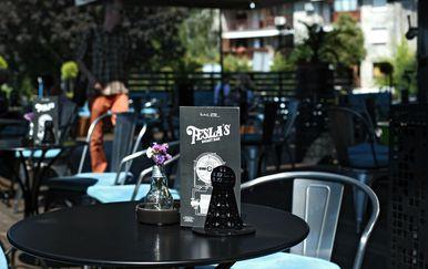 Tesla Smart bar