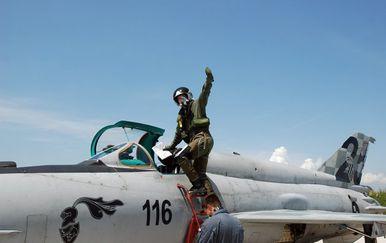 Uspješan prvi samostalni let na MIG-u budućeg borbenog pilota (Foto: MORH) - 4
