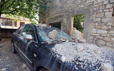 Grom udario u kuću u Drnišu (Foto: Dusko Jaramaz/PIXSELL)