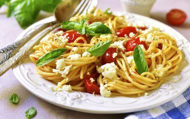 Tjestenina sa sirom i rajčicama