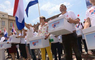 Slijedi pregledavanje svakog potpisa prikupljenog za referendume (Foto: Dnevnik.hr) - 3