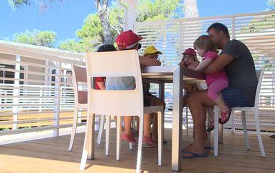 Ljetovanje za 13 obitelji (Foto: Dnevnik.hr) - 1