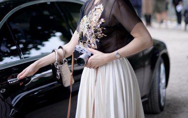 Lepšrava plisirana suknja midi kroja idealan je model za ljetne dane