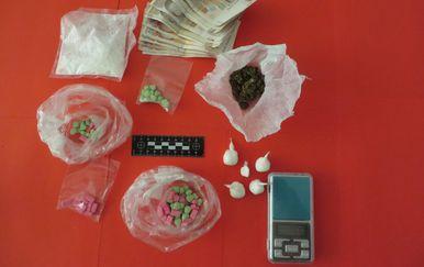 Zadarska policija oduzela drogu, digitalnu vagu i novac (Foto: PU zadarska)