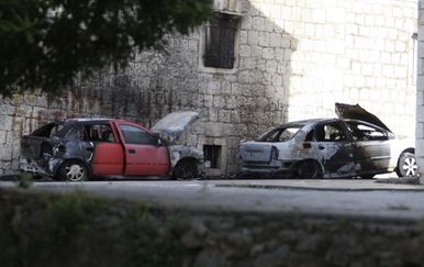 U Kaštelima izgorjela dva automobila (Foto: Ivo Cagalj/PIXSELL)