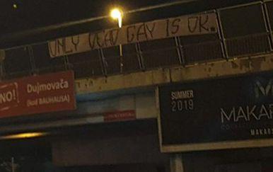 Transparent uvredljivog sadržaja postavljen uoči Splitskog Pridea (Foto: Dalmatinski portal)
