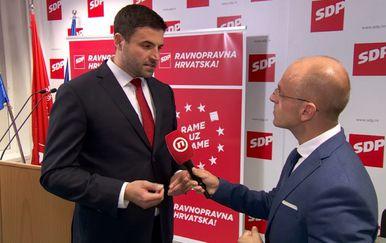 Mislav Bago razgovara s predsjednikom SDP-a Davorom Bernardićem (Foto: Dnevnik.hr) - 2